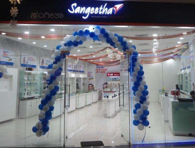 Buy Mobile and Daily Life accessories from Sangeetha Mobile and Avail them at best price; Sangeetha Mobiles offers best price on tempered glass, earphones, Radio, and many more products; Prices may vary from products to products; Go to offer landing page .
